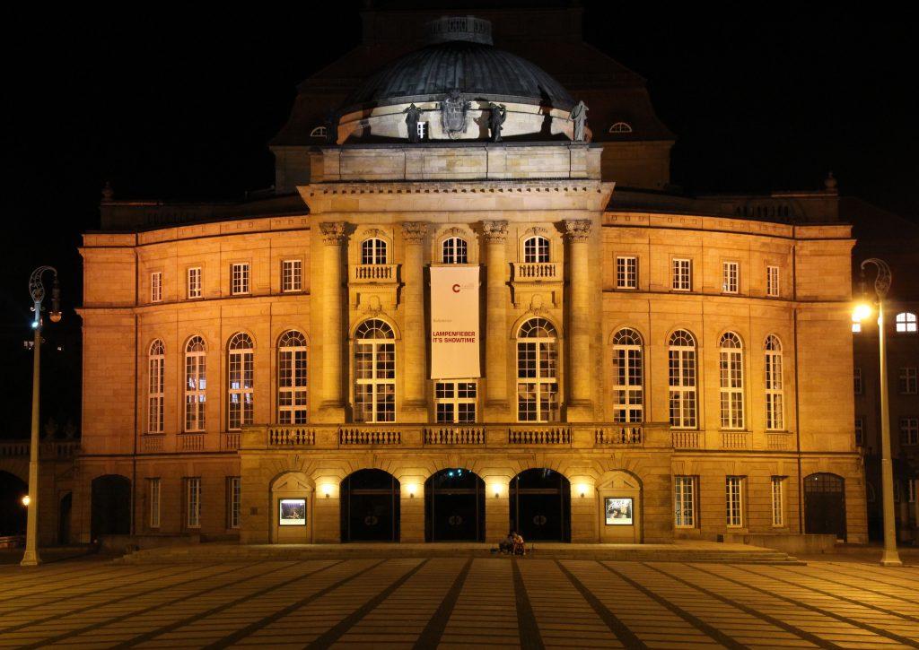 opernhaus_bei_nacht-1024×725